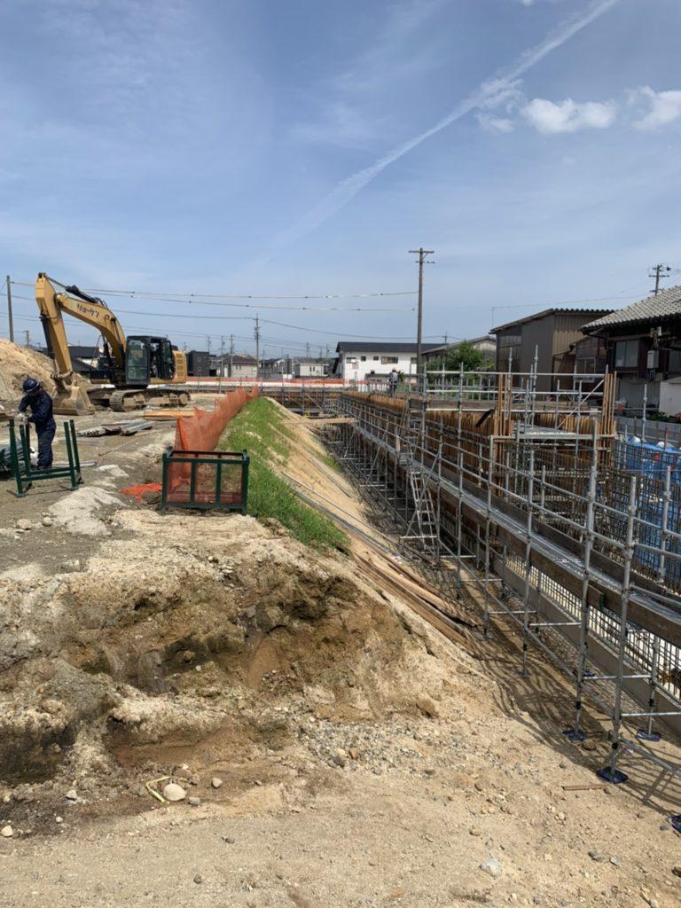 四日市市上海老町 大型水路のコンクリート打設用足場工事