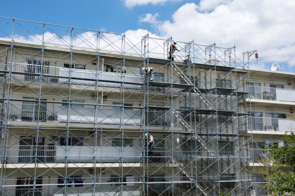 安全と作業性の高い枠組み足場について